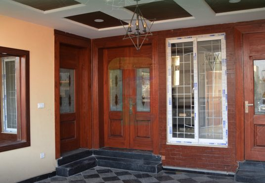 7 marla house for sale bahria town phase 8 car parking